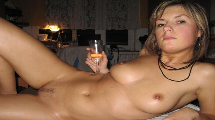 notgeile girls zeigt sich nackt und kostenlos